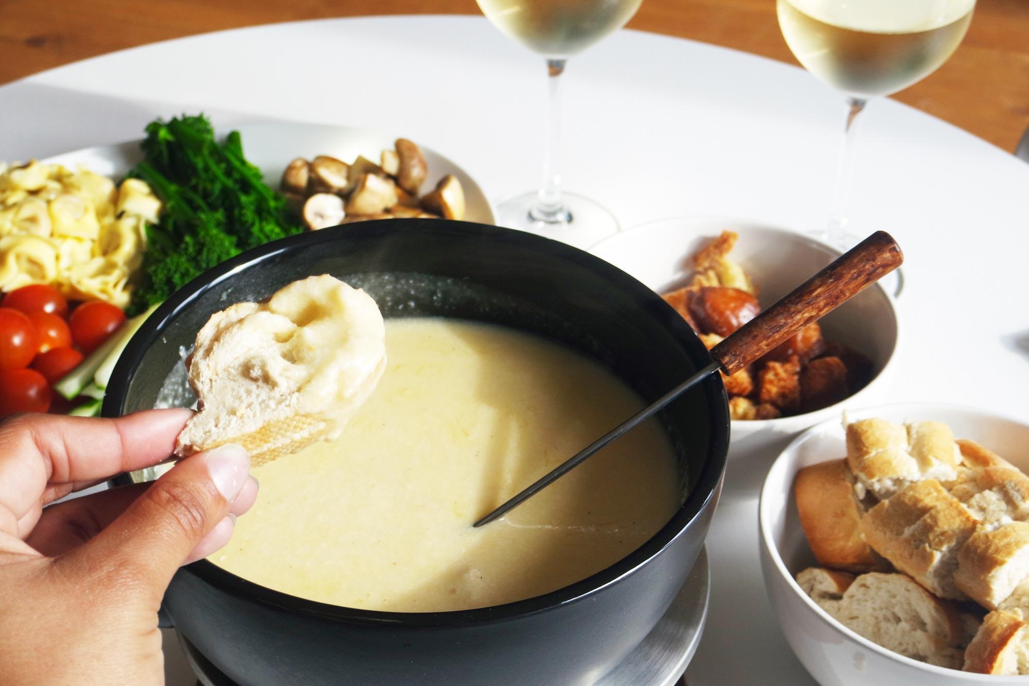 Svájci sajtfondü az ínyenceknek a Nika Étteremben
