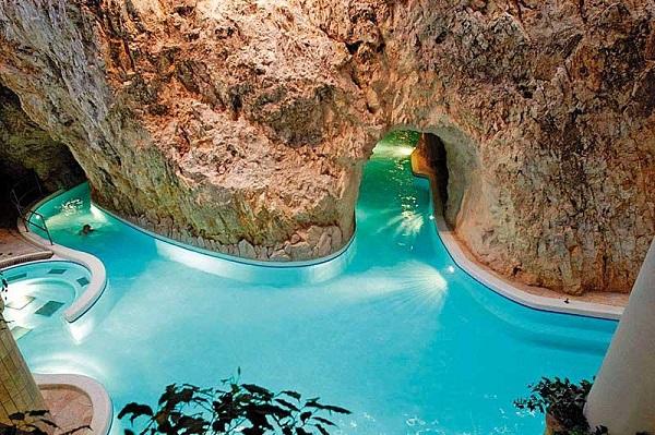Melegedjen fel a szerzetesek gyógyító vizében a miskolctapolcai Barlangfürdőben
